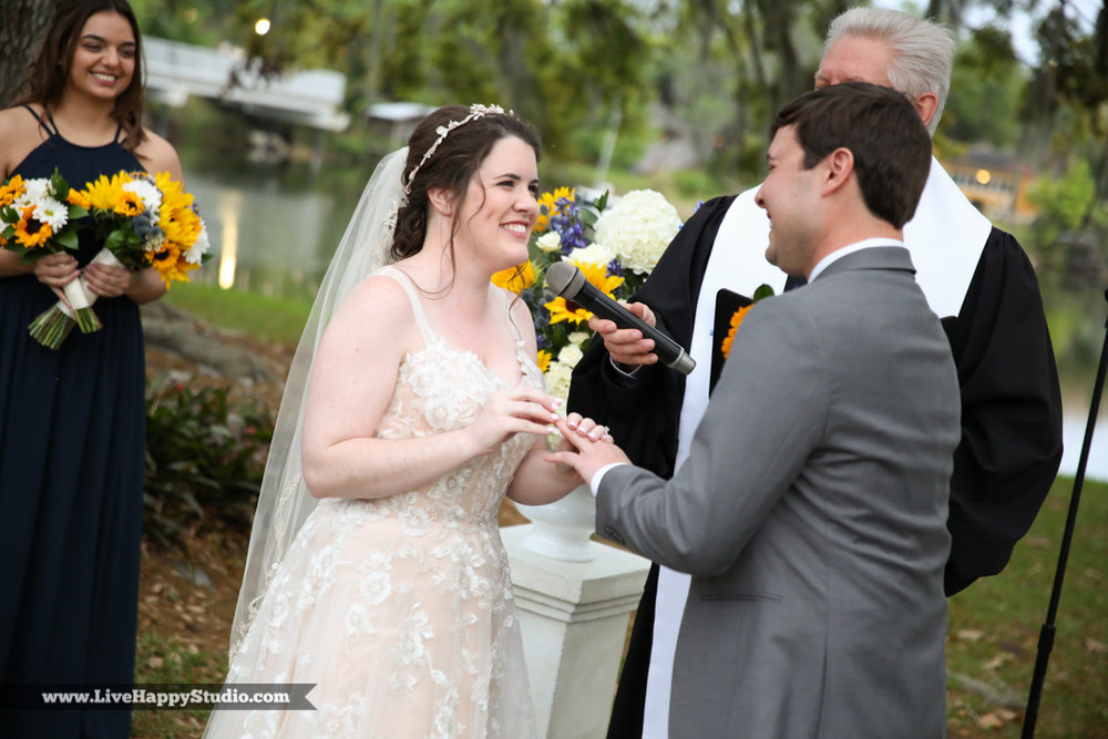 orlando-science-center-wedding-photography-outside-lake-front-ceremony-23.jpg