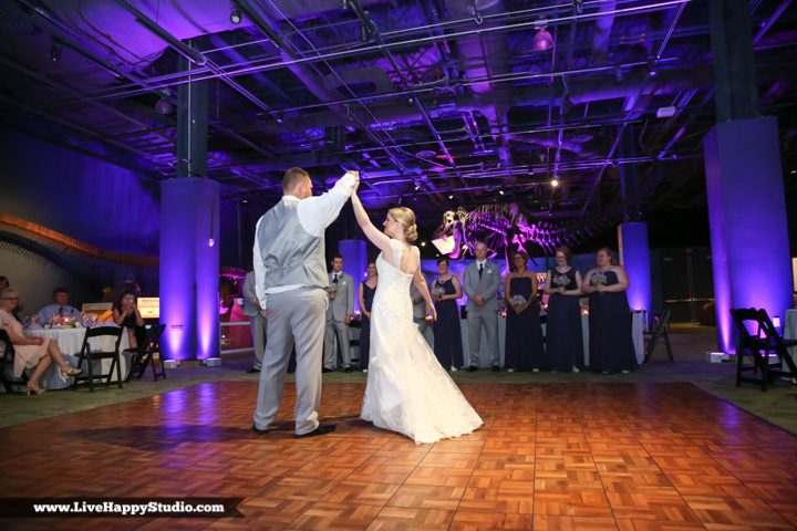 www.livehappystudio.com-orlando-wedding-photography-orlando-science-center-22-first-dance.jpg