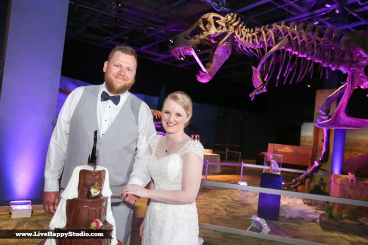 www.livehappystudio.com-orlando-wedding-photography-orlando-science-center-28-cake-cutting.jpg