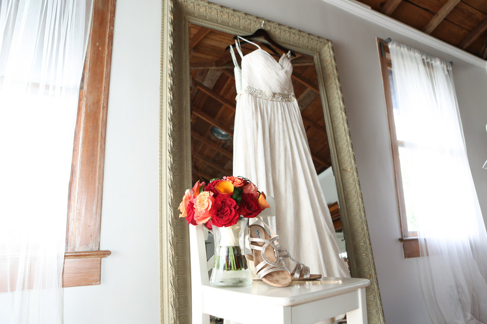 www.livehappystudio.com-wedding-photographer-orlando-fun-candid-portrait-mirror-getting-ready-details-roses-39.jpg