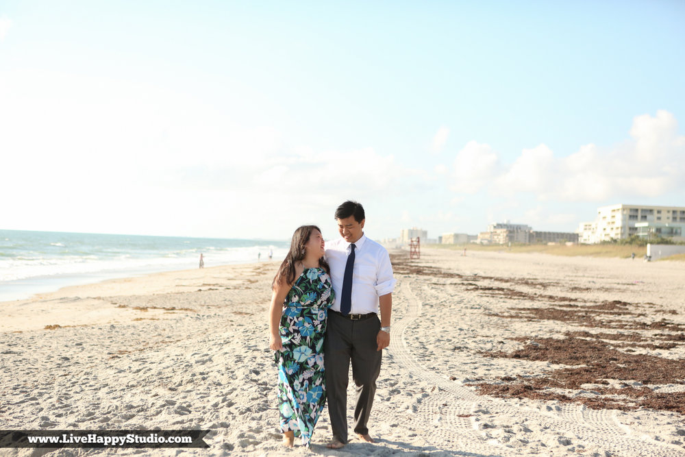 www.livehappystudio.com-engagement-wedding-photographer-orlando-fun-candid-portrait-cocoa-beach-8.jpg