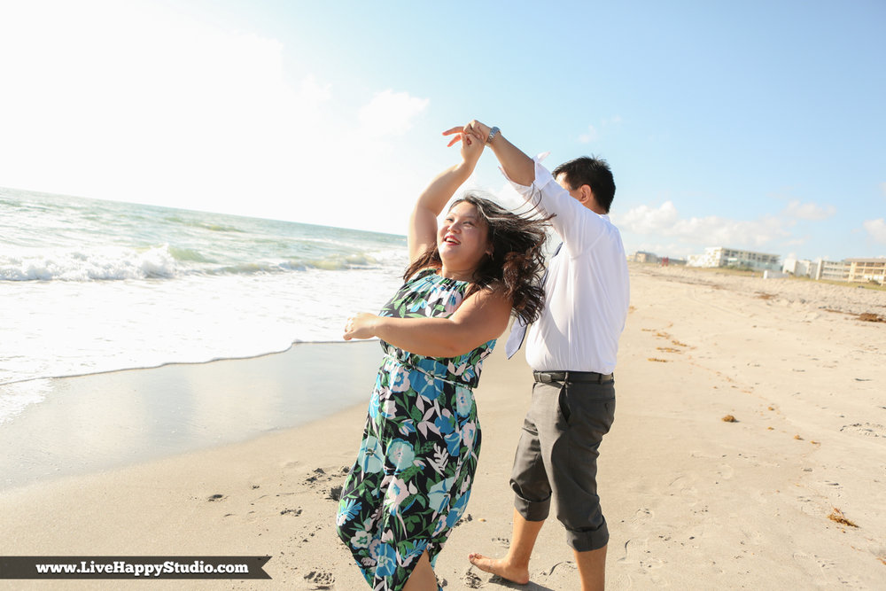 www.livehappystudio.com-engagement-wedding-photographer-orlando-fun-candid-portrait-cocoa-beach-10.jpg