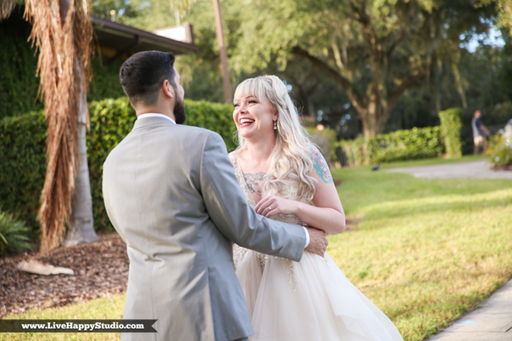 www.livehappystudio-orlando-science-center-wedding-photography-first-look-lake11.jpg