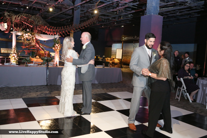 www.livehappystudio-orlando-science-center-wedding-photography-32.jpg