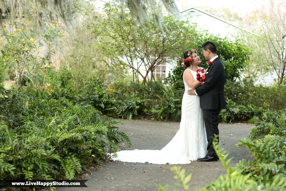 www.livehappystudio.com-orlando-science-center-museum-wedding-photography-photographer-candid-2.jpg