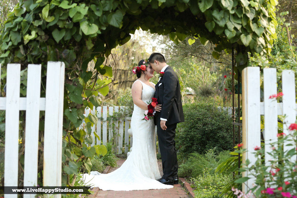 www.livehappystudio.com-orlando-science-center-museum-wedding-photography-photographer-candid-8.jpg