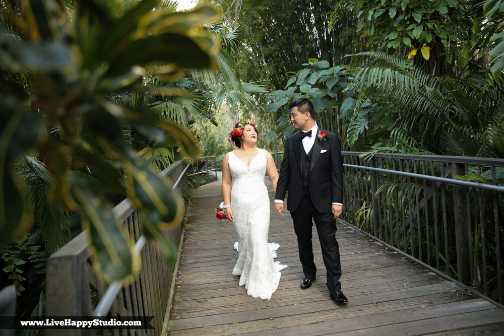 www.livehappystudio.com-orlando-science-center-museum-wedding-photography-photographer-candid-9.jpg