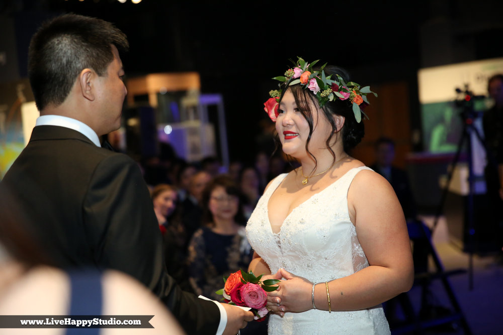 www.livehappystudio.com-orlando-science-center-museum-wedding-photography-photographer-candid-14.jpg