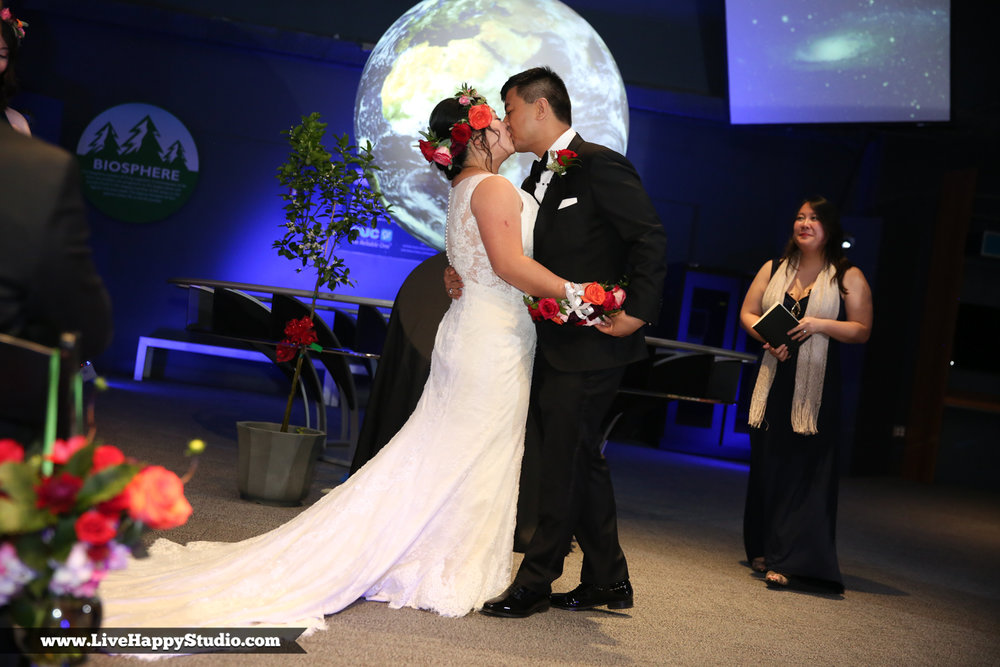 www.livehappystudio.com-orlando-science-center-museum-wedding-photography-photographer-candid-17.jpg