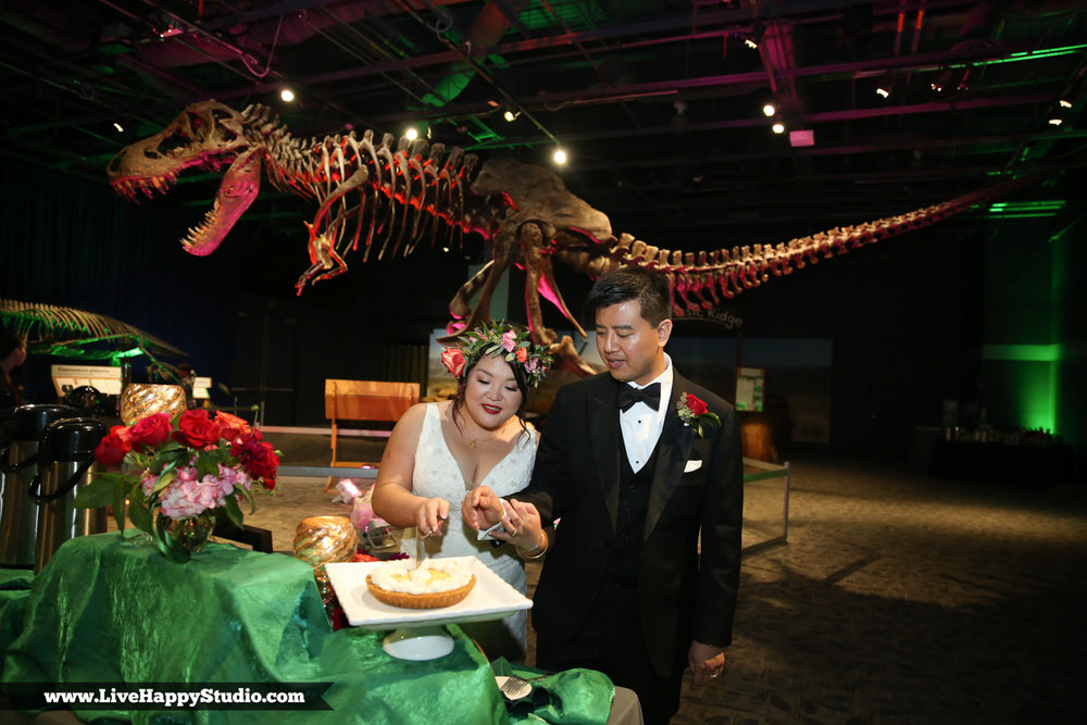 www.livehappystudio.com-orlando-science-center-museum-wedding-photography-photographer-candid-34.jpg