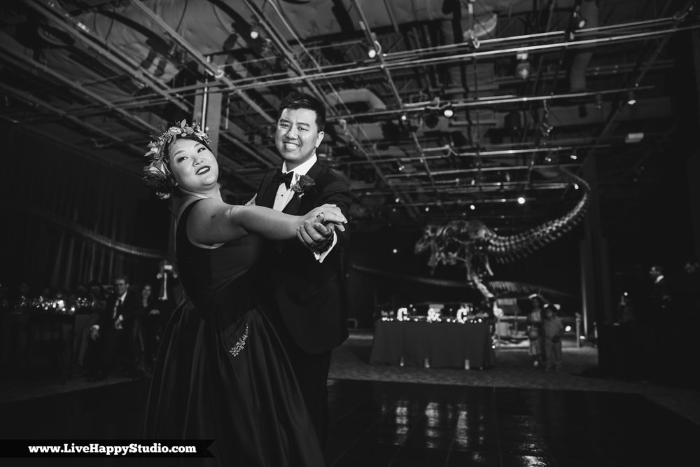 www.livehappystudio.com-orlando-science-center-museum-wedding-photography-photographer-candid-37.jpg