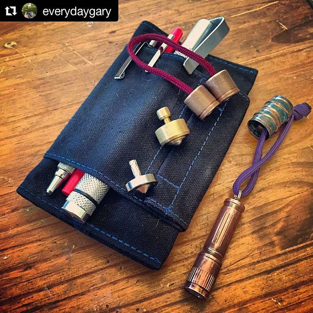 #Repost @everydaygary with @repostapp ・・・ Work EDC. 6 month update on the @richworksgear field notes cover. Still going strong. Pocket tops and begleri for the down time.  #everydaygary #everydaycarry #richworks #pocketporn #pockettop #edctop #begleri #skilltoy #spiffylab #edcpen #olight #shipwreckbarrelsociety #Kalamazoo #useyourshit