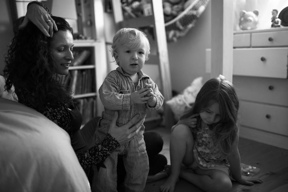 modern motherhood series roseannbathphoto natural light family portrait photographer grass valley nevada city