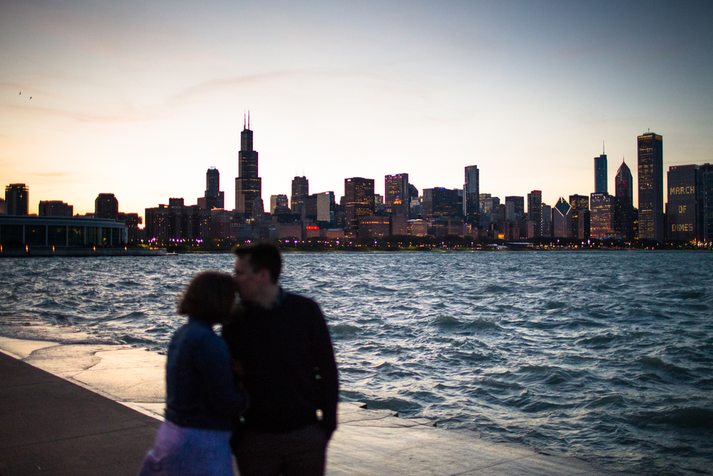 chicago engagement photographer natural light cityscape alder planetarium