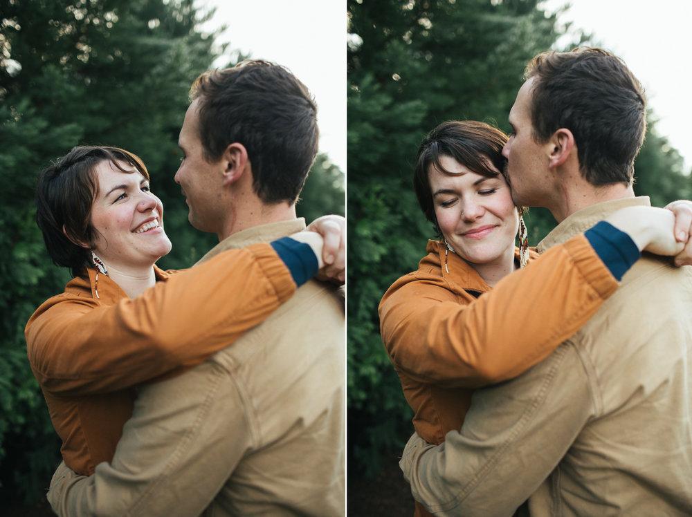 grass-velley-couples-photographer-nevada-city-engagement.jpg
