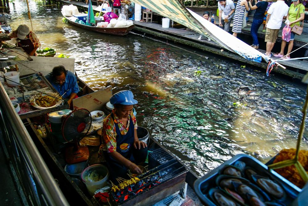 floatingmarket_1.JPG