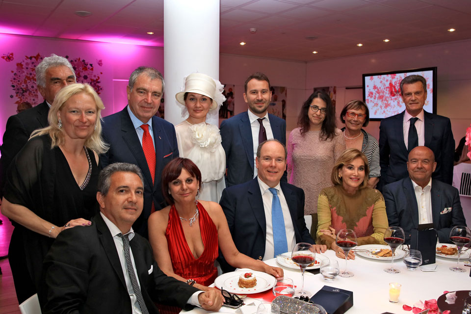 La table de S.A.S. Le Prince Albert II, Monaco Disease Power