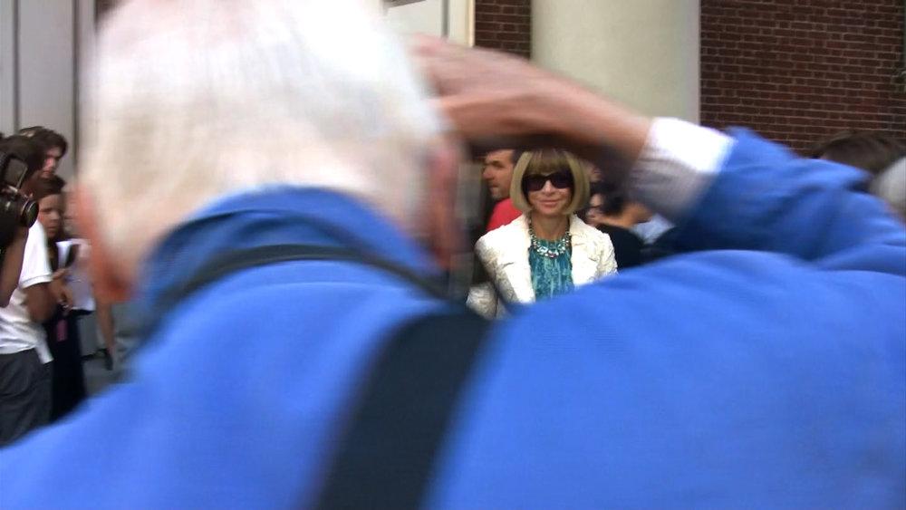 Bill Cunningham photographing  Vogue  editor Anna Wintour, in BILL CUNNINGHAM NEW YORK. A film by Richard Press. A Zeitgeist Films release. Photo credit: First Thought Films / Zeitgeist Films