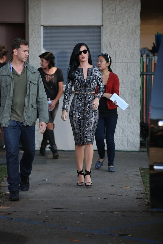 katy_perry_leaves_a_film_set_for_the_kroll_show_in_hollywood.jpg