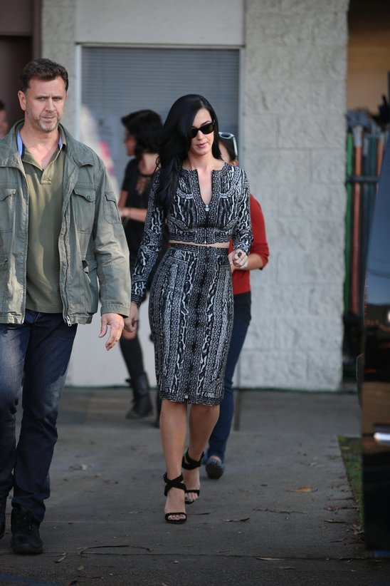 katy_perry_leaves_a_film_set_for_the_kroll_show_in_hollywood6.jpg