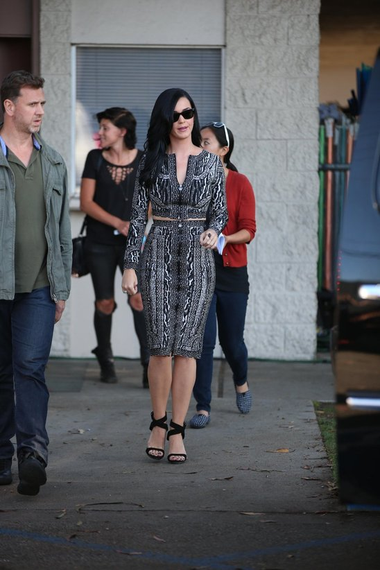 katy_perry_leaves_a_film_set_for_the_kroll_show_in_hollywood9.jpg