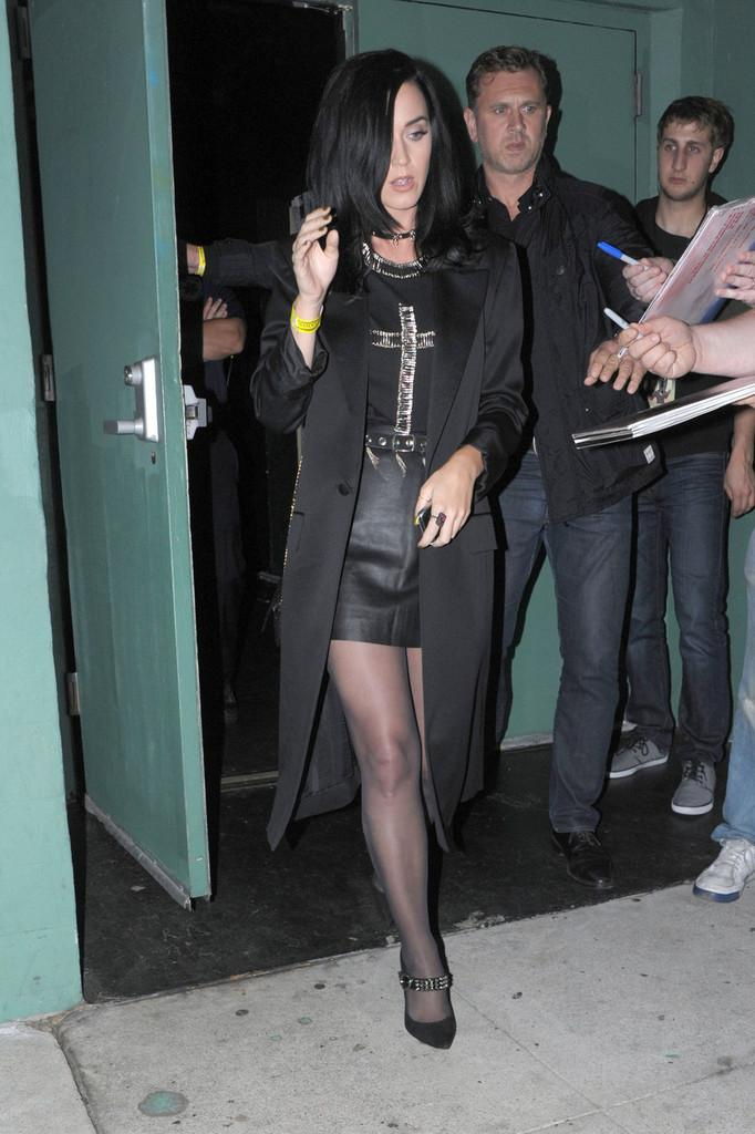katy-perry-seen-while-leaving-pantages-theater-after-attending-bjork-concert-with-friends-los-angeles.jpg
