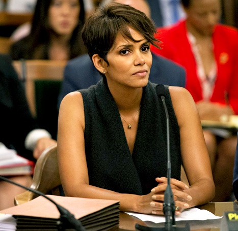 Halle Berry testifies against paparazzi for terrifying her daughter.