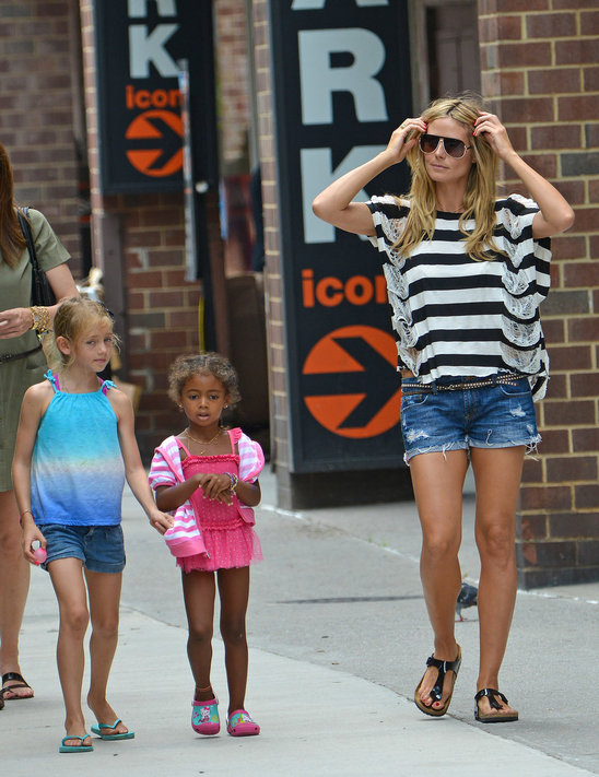 heidi_klum_and_daughters_leni_and_lou_sulola_having_a_girly_day.jpg
