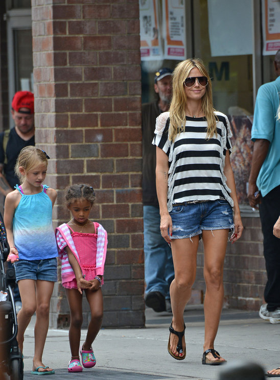 heidi_klum_and_daughters_leni_and_lou_sulola_having_a_girly_day (5).jpg