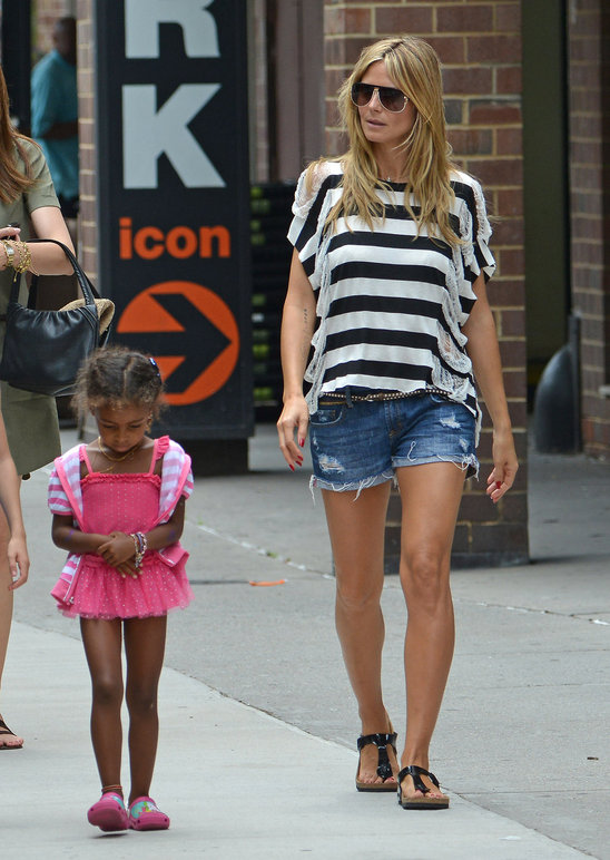 heidi_klum_and_daughters_leni_and_lou_sulola_having_a_girly_day (3).jpg