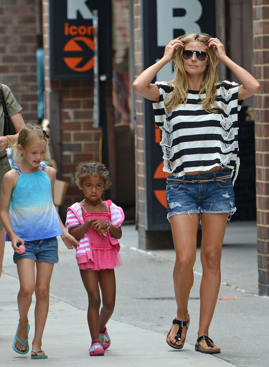 heidi_klum_and_daughters_leni_and_lou_sulola_having_a_girly_day (4).jpg