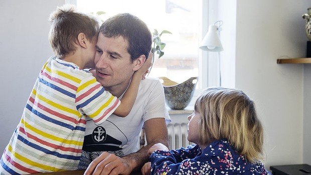 Australian Luke Grindal in Malmo with his children, Finn, 6, and Flora, 4. Photo:  Anna Wahlgren