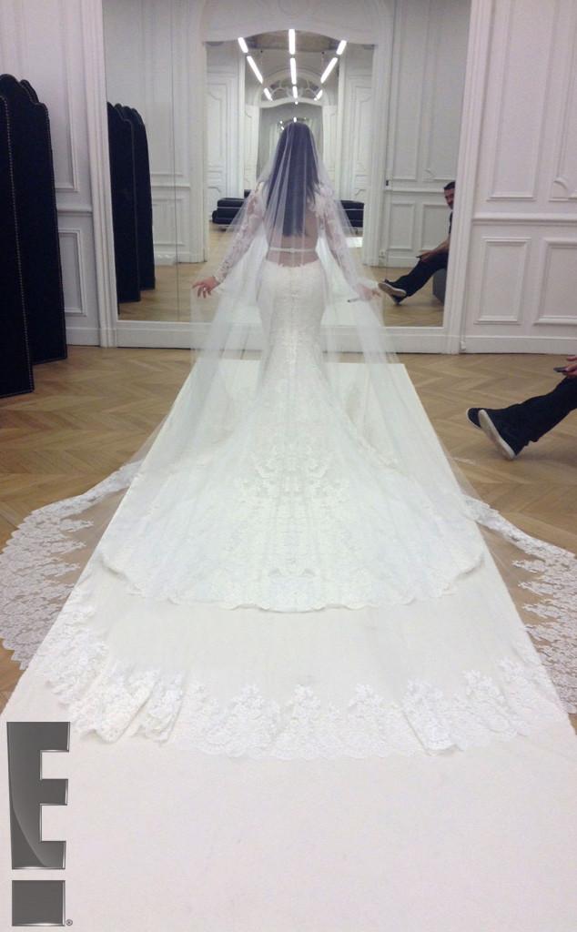 rs_634x1024-140526214957-634.kim-kardashian-kanye-west-wedding.ls.52614.jpg