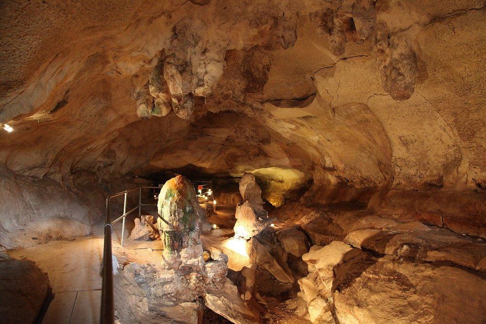 Għar Dalam Cave & Museum.jpg