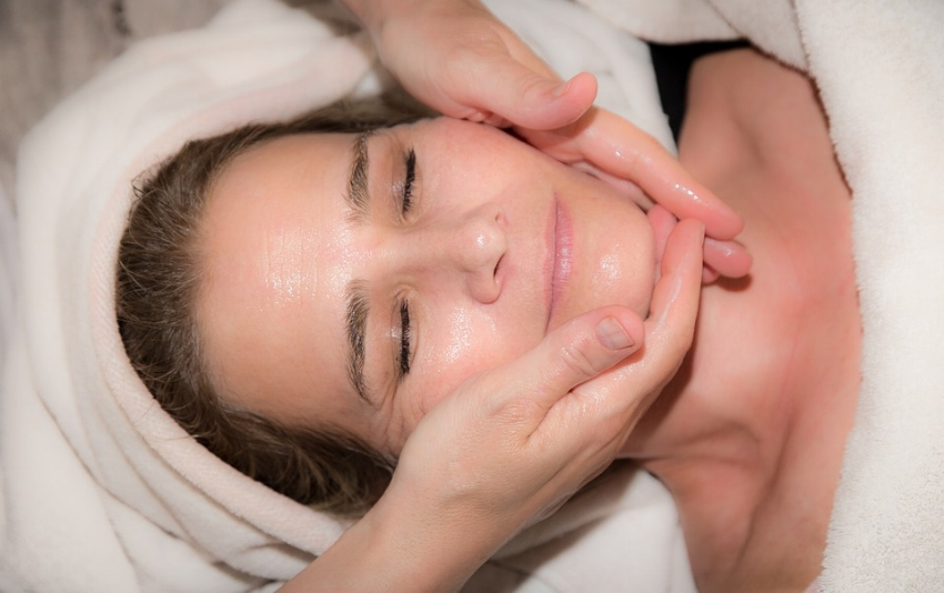 Facelift vs. Nonsurgical Treatments: How Do They Compare?