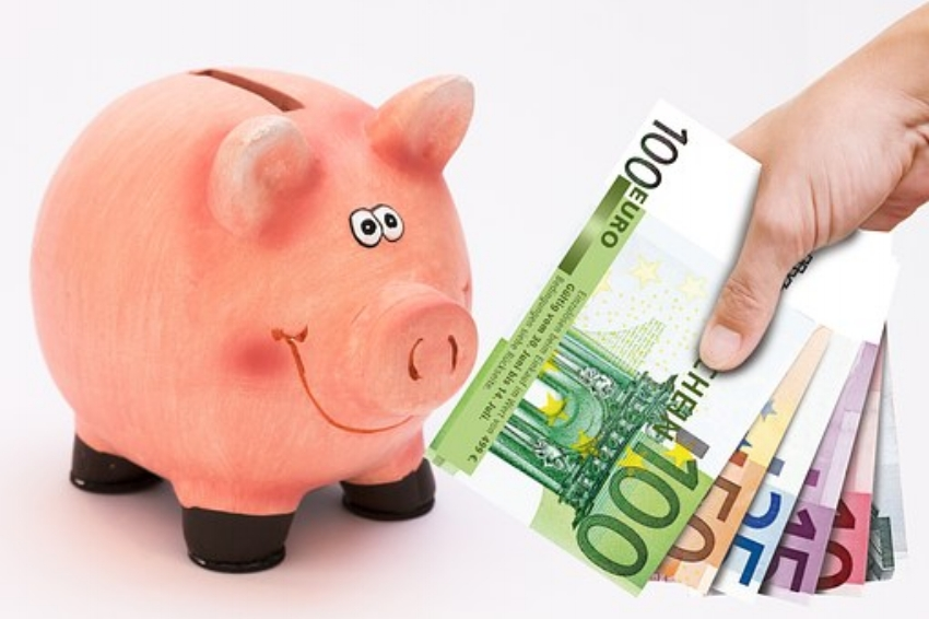 piggy-bank-4 Tips For Getting By When Money Is Tight