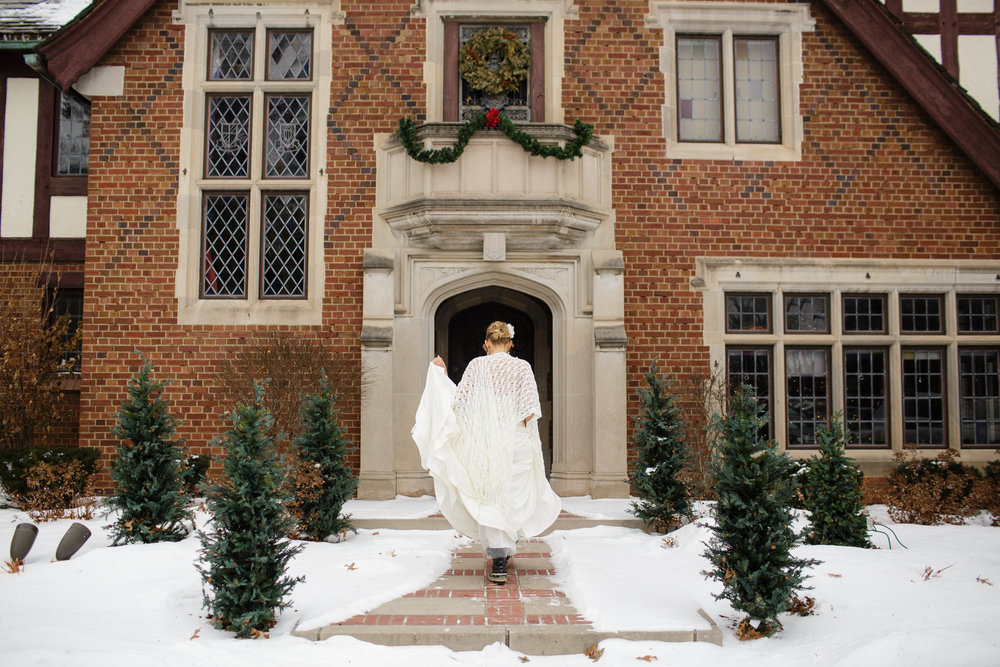 rollins-mansion-desmoines-iowa-wedding-venue-winter-christmas-bride