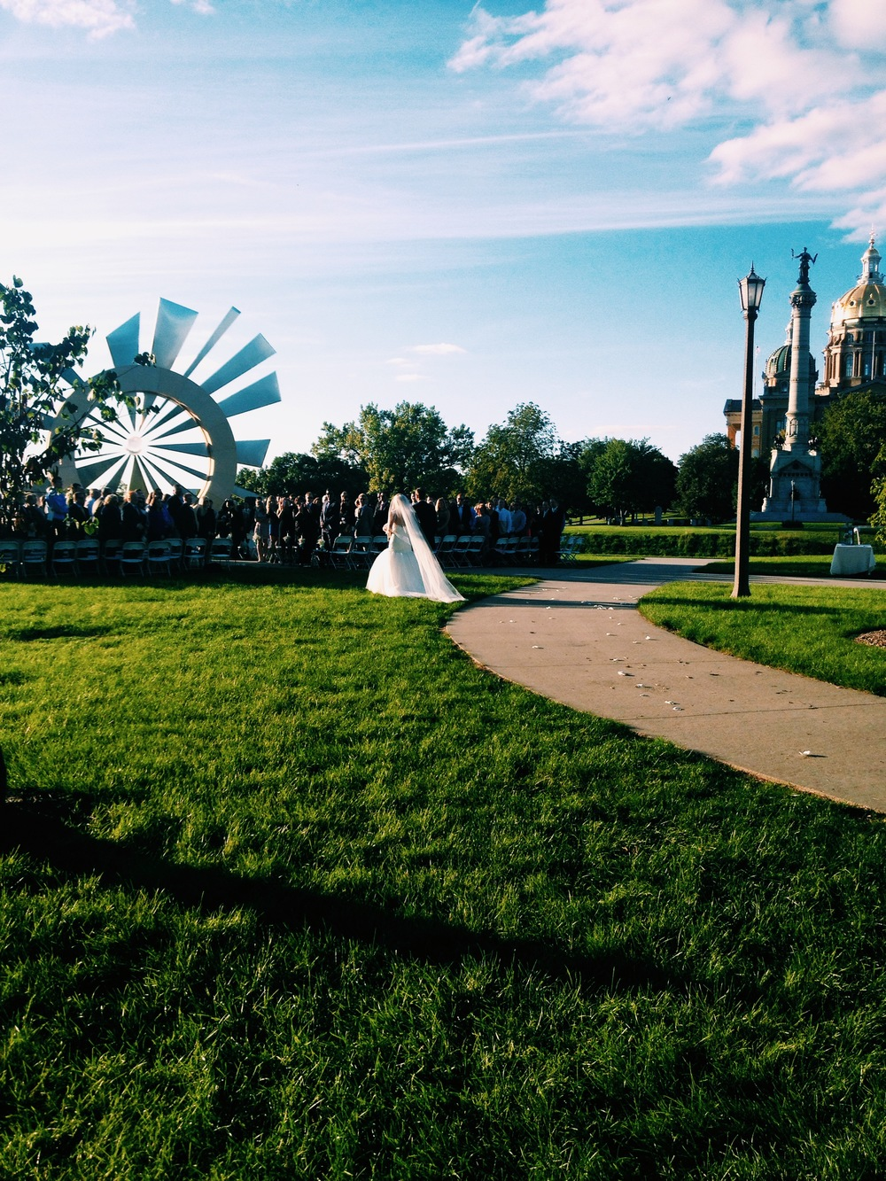 iowa-venue-desmoines-capital-shattering-silence-monument-iowa-wedding