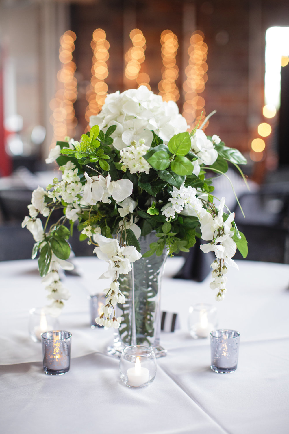omaha-venue-the-living-room-white-black-downtown-wedding-white-green-flowers
