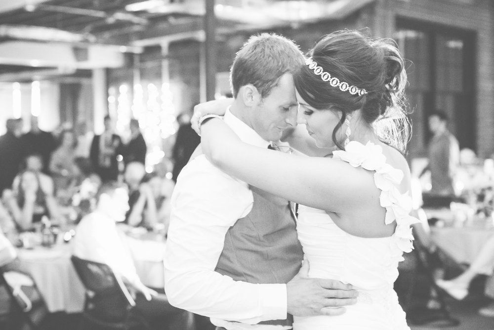 omaha-venue-the-living-room-white-black-downtown-wedding-first-dance