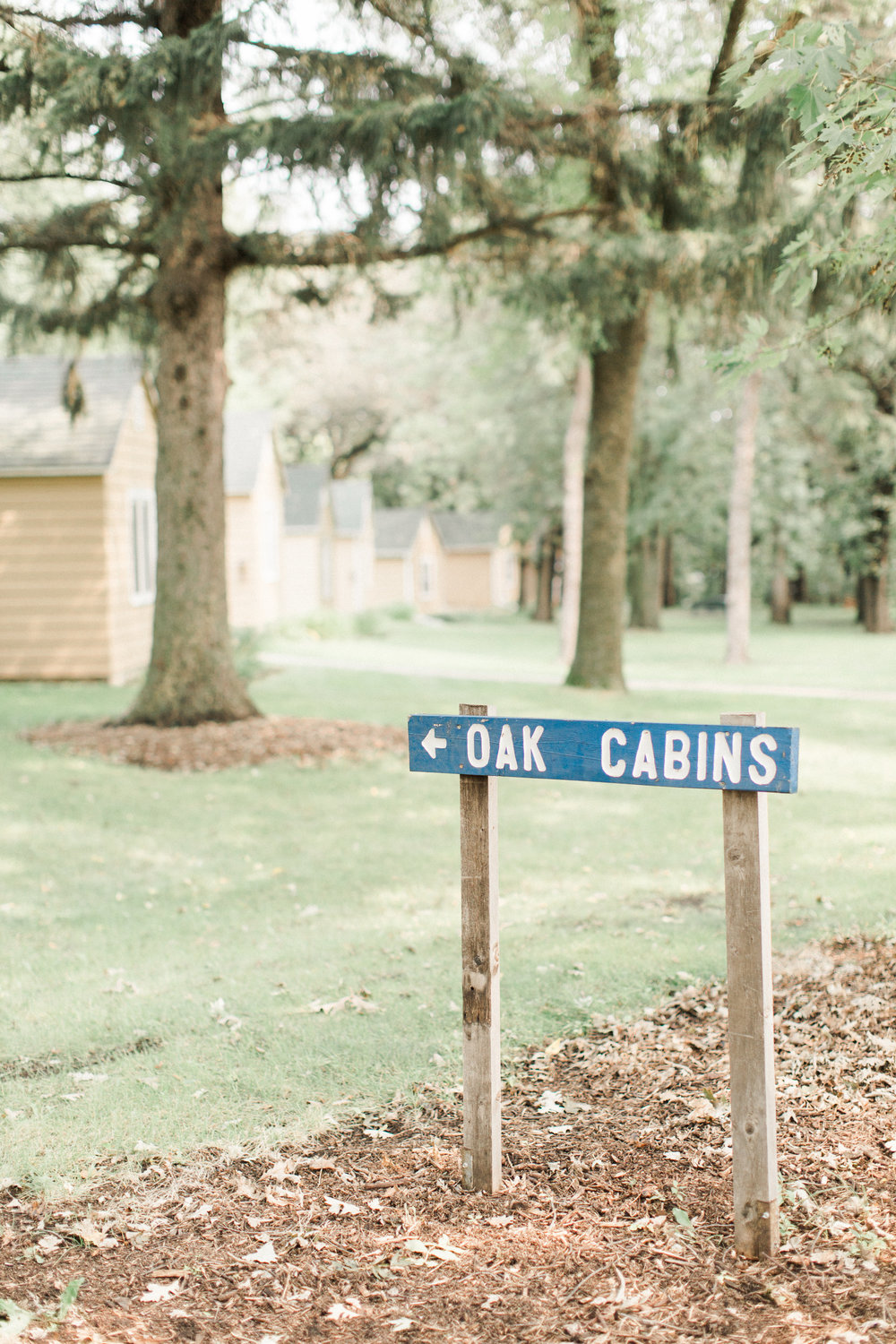 outdoor-iowa-wedding-signs-blue
