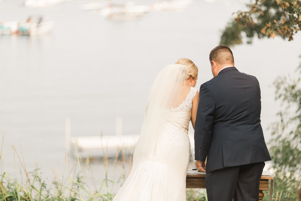 iowa-wedding-ceremony-outdoor-unity-ceremony-with-a-lake-view