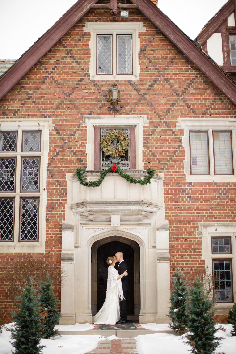 rollins-mansion-desmoines-iowa-winter-wedding-strapless-wedding-dress