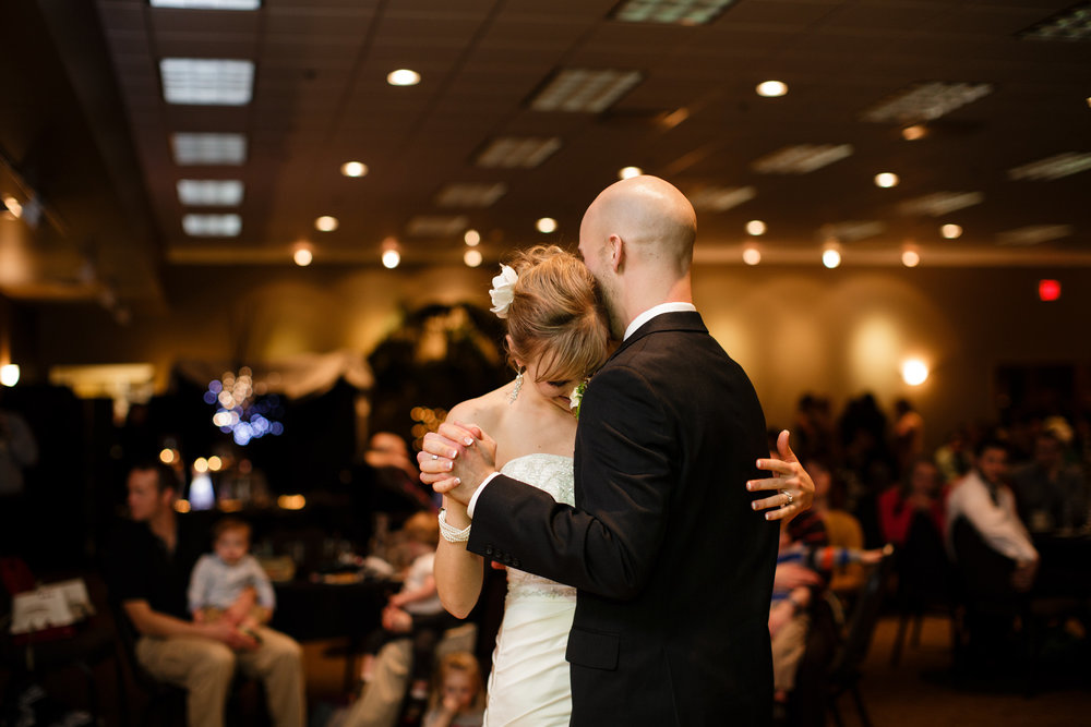 Iowa-venue-tuscany-event-center-winter-wedding-first-dance