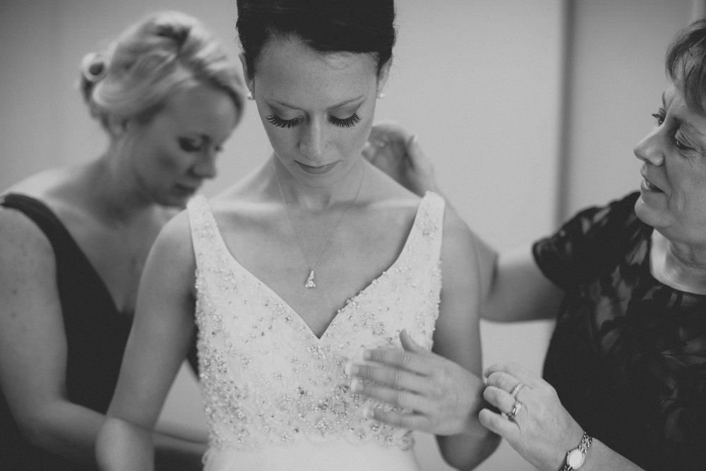 iowa-venue-fort-dodge-church-ceremony-bride-getting-ready