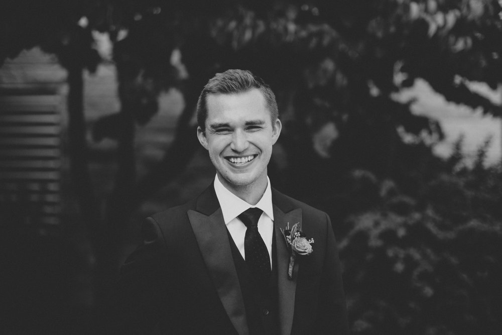 iowa-venue-fort-dodge-church-ceremony-groom-black-tie-tux