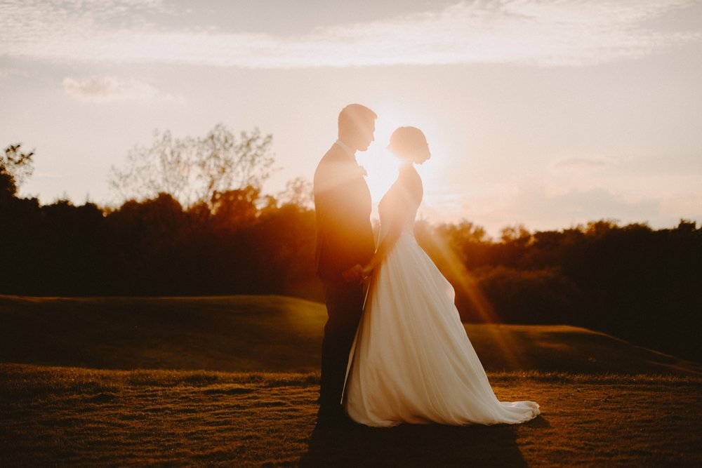 iowa-venue-fort-dodge-willow-ridge-golf-course-golden-hour-bride-groom-portraits