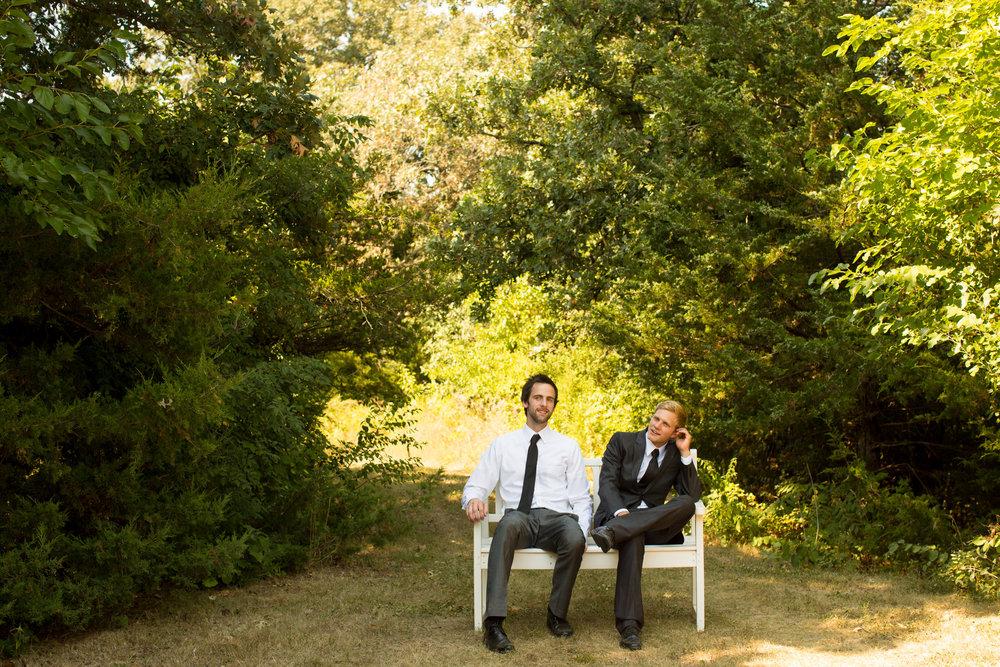 iowa-venue-fort-dodge-farm-outdoor-wedding-rustic-country-lace-groomsman