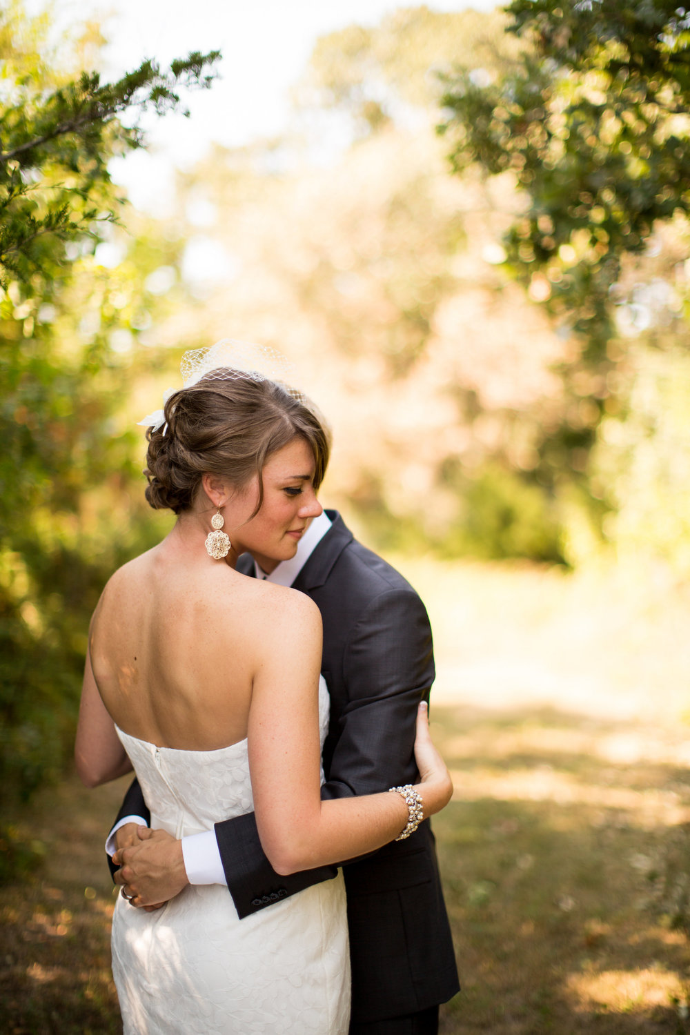 iowa-venue-fort-dodge-farm-outdoor-wedding-rustic-country-lace-strapless-dress-yellow-outdoor-portraits