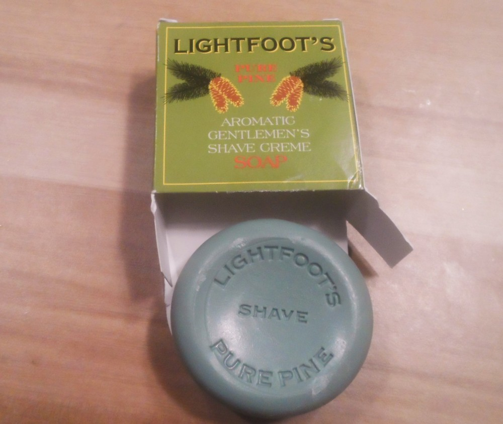 Lightfoot's English Gentlemen's Shave Cream Pure Pine Shave Soap 01.JPG